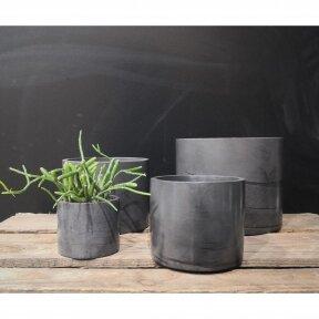Juodas betoninis apvalus vazonas