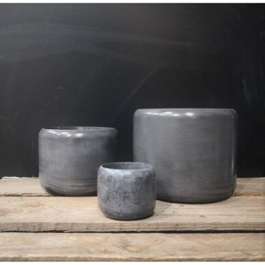 Juodo betono vazonas ovaliais kraštais