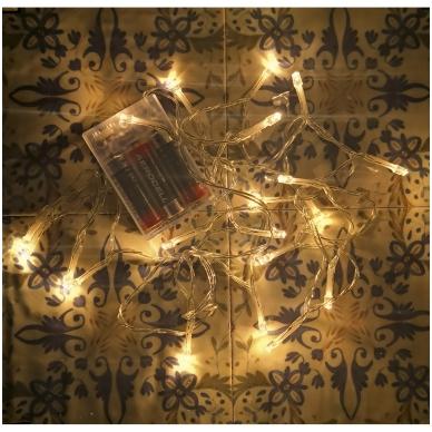 Kalėdinės LED lemputės maitinamos baterijomis