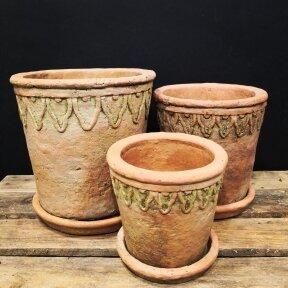 Sendinti keramikiniai vazonai su lėkštutėmis